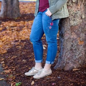 ⬇️ WHBM Embroidered Jeans